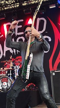 1-4-TheDeadDaisies12.jpg