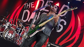 1-4-TheDeadDaisies14.jpg