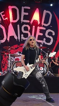 1-4-TheDeadDaisies6.jpg